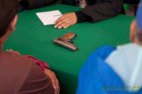 В Мехико меняют оружие на разные полезные предметы