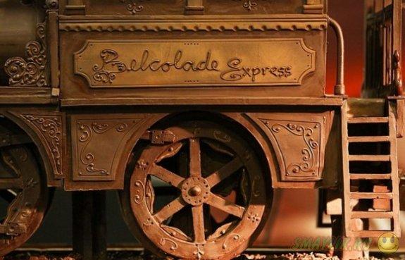 Бельгийские кондитеры изготовили крупнейший в мире шоколадный паровоз