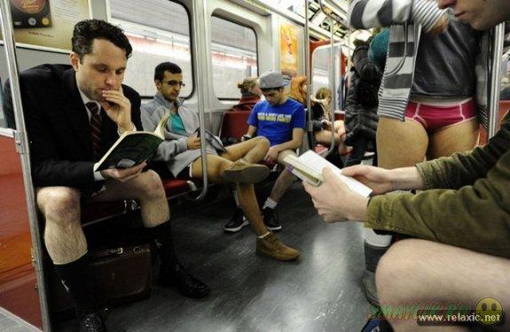По миру прокатилась волна флешмобов Global No Pants Subway Ride