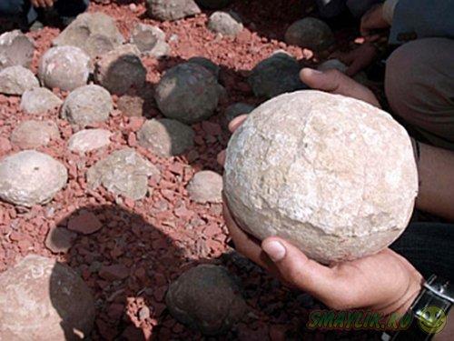 В Индии местные жители торгуют яйцами динозавров