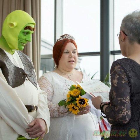 Свадебная церемония в стиле  мультфильма о зеленом огре «Шрекe»