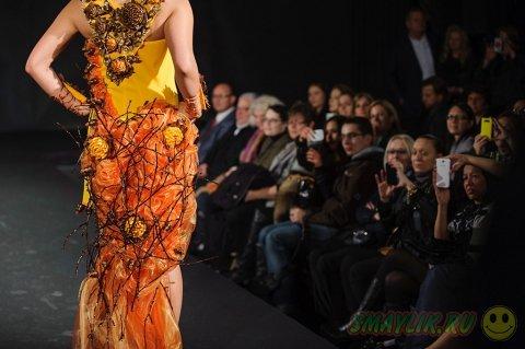 Показ шоколадных платьев  на выставке в Цюрихе