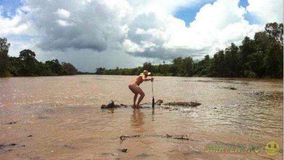 Житель Австралии на спор прыгнул в реку с крокодилами