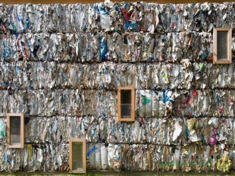 """В Германии """"вырос"""" дом из бумажных кубиков"""