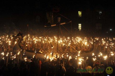 Огненный фестиваль викингов в городе Леруик