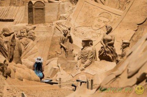 Международный фестиваль песчаных фигур в деревне Пера