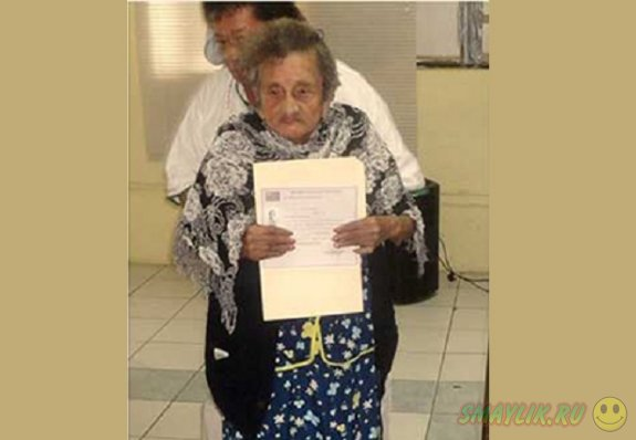 Жительница Мексики Эрнандес Веласкес закончила начальную школу в 100-летнем возрасте