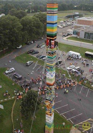 Дети построили 11-этажную башню из конструктора Lego