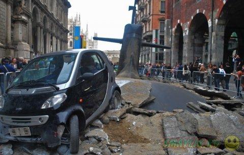 Подводная лодка, «вынырнувшая» в центре Милана