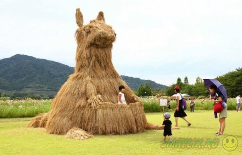 Фестиваль соломенных скульптур в Японии