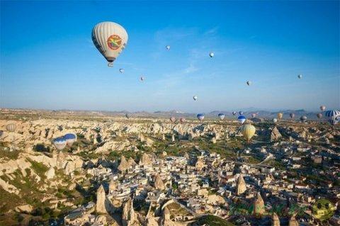 Воздушные шары в небе над Каппадокией