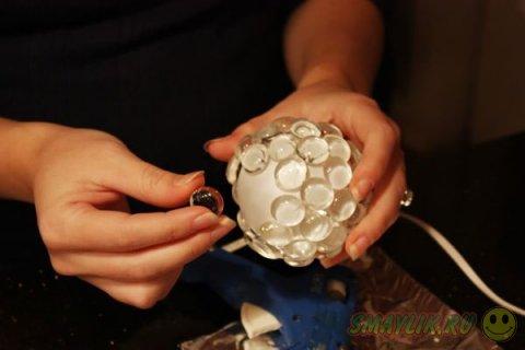 Несколько способов декора ёлочных украшений