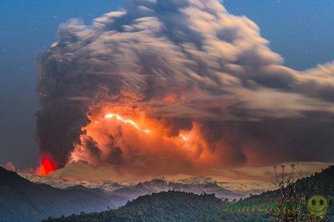 Извергающийся вулкан Cordón Caulle