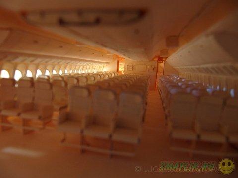 Точная модель «Боинга 777», созданная из бумаги