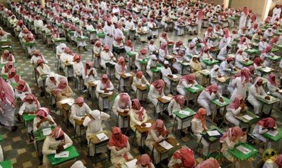 Житель Саудовской Аравии нашел в ухе шпаргалку спустя много лет