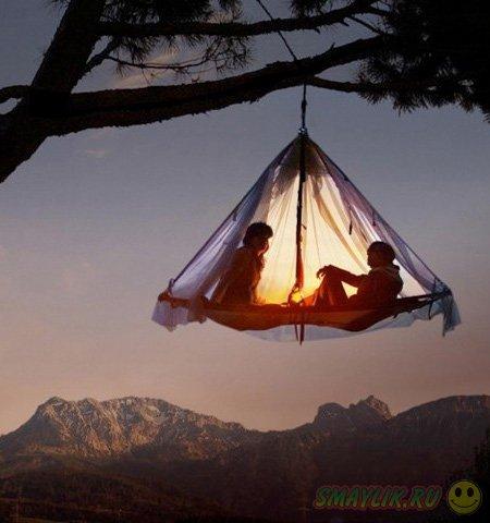 Кемпинг в палатках на горной вершине Баварии