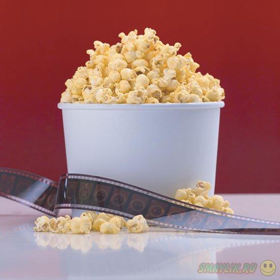 Жевание попкорна в кинотеатрах защищает от воздействия рекламы