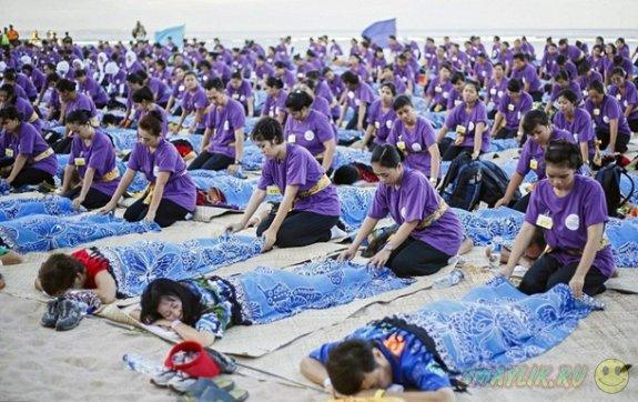 На Бали состоялся массовый сеанс массажа