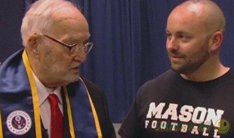 90-летний американец Уолтер Ситон Банкер получил диплом Университета Ксавьера