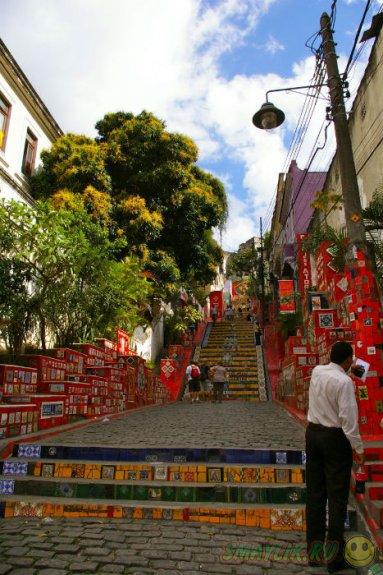 Современная достропримечательность Рио-де-Жанейро - лестница Селарона