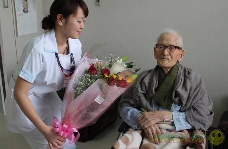 Самый старый мужчина в мире - 111-летний японец Сакари Момои