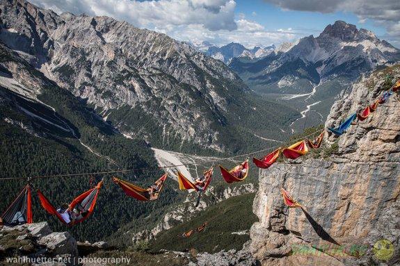 Самый необычный фестиваль на канатах в Итальянских Альпах