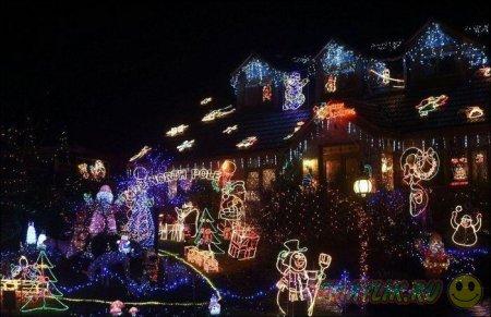 Рождественские огни на одной из улиц  города Хедж-Энд