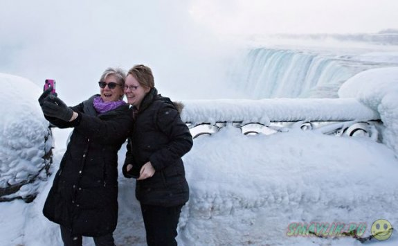 Красота частично замерзшего Ниагарского водопада