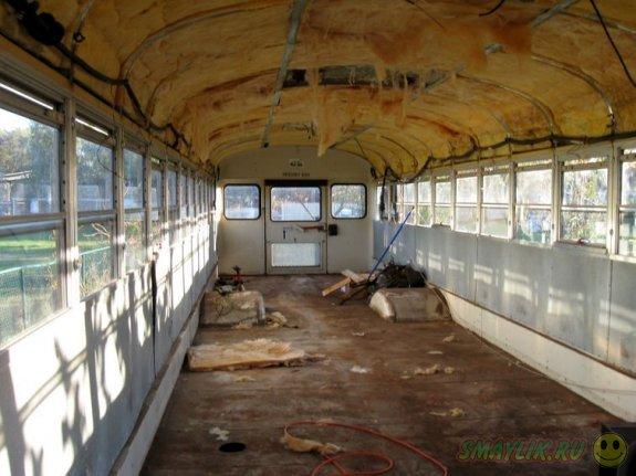 Потрясающий дом на колесах из обыкновенного школьного автобуса